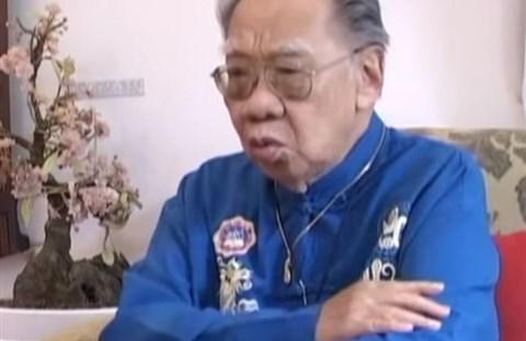 GS TS Trần Văn Khê trò chuyện trên Gala Ngày trở về 2011